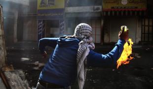 """اعتداء بالزجاجات الحارقة على منزل مواطن في """"رام الله"""""""