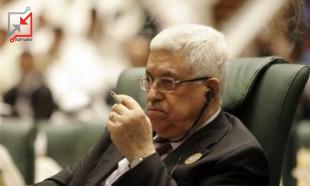 عباس يضع سماعات في أذنيه ويستمع لموشيه ياهو