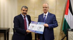 بالوثائق .. رئيس ديوان الرقابة المالية والإدارية الفلسطيني يخالف القانون