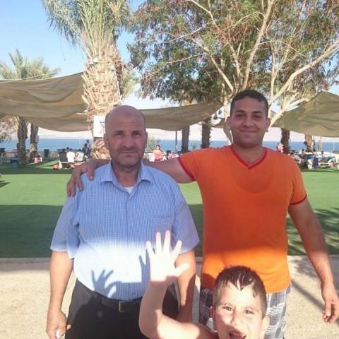 اطلاق النار على محل للأدوات الحادة يعود للمواطن/ محمد أبو لفح وذلك من قبل مواطن آخر