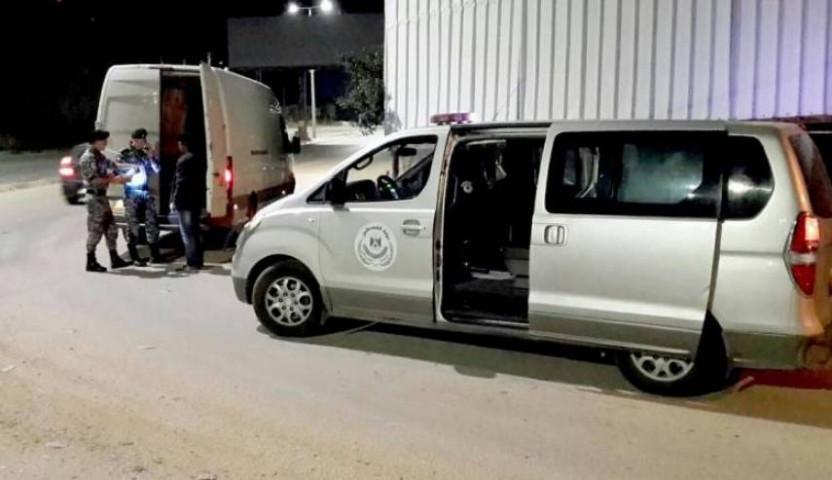 اطلاق النار من قبل مواطنين على مركبة ضابط