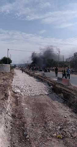 أمس الجمعة اغلاق المواطنين لشارع حيفا(شارع الموت)