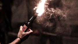 مجهولون قاموا بالقاء أكثر من ثلاث زجاجات حارقة باتجاه منزل المواطن/ نسيم الزور