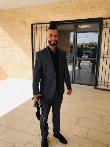الضابط الحقوقي في جهاز الأمن الوقائي/ إيهاب غنيمات يعتدي على دورية شرطة