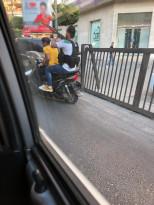 اطلاق نار من على دراجة نارية مثل المافيا