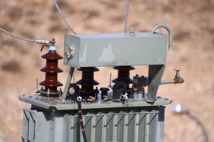 اطلاق نار على محول كهرباء في مدخل بلدة عزموط في محافظة نابلس