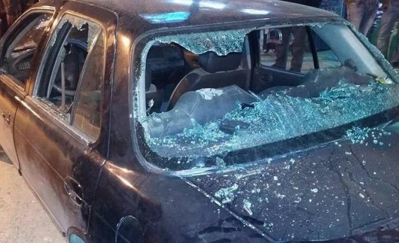 اربع شبان قاموا بتحطيم مركبة المواطن/أحمد يوسف خلف