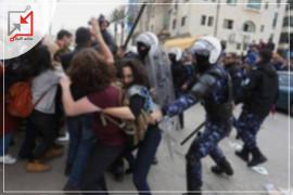 الشرطة تعتدي على المواطنة سناء بحلق أثناء اعتقال زوجها في نابلس
