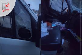 """مجهولون يعتدون على """"باص"""" المواطن محمد سقف الحيط في نابلس"""