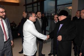 لمذا يصر إعلام السلطة على إخفاء مرض عباس وزيارته للمستشفى الإستشاري ؟!
