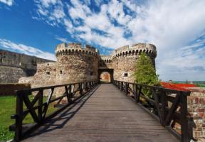 اعفاء الدبلوماسيين وحملة الجوازات الرسمية من تأشيرة الدخول الى صربيا
