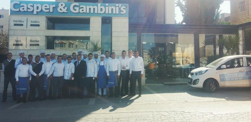 شبان رافضين للخيانة قاموا بالقاء زجاجة حارقة على مطعم Casper & Gambini's