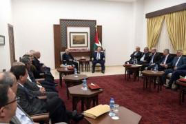الرئيس عباس ممتدحا لجنة التواصل مع المجتمع الاسرائيلي