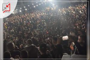 شاهد: آلاف الفلسطينيين يخرقون حظر تجول بجنين لاستقبال أسير محرر في جنين