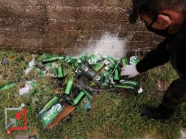 اتلاف 26 زجاجة خمر في الخليل بسبب عدم دفع الجمارك عليها