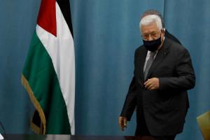 محمود عباس يقرر كل شي ، لكن حينما يتعلق الموضوع بالإحتلال يشكل اللجان !!