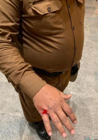 مواطن في نابلس يعتدي على عسكري