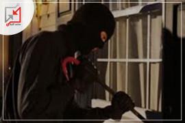 مجهولون يسرقون مبالغ مالية من منزل مواطن في الخليل