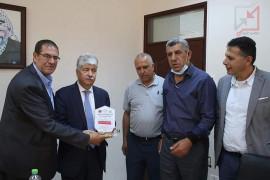 أحمد مجدلاني خلال لقائه بوفد من بلدية دورا يكذب بثقة قوية