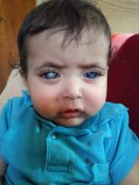 هذا الطفل اصيب بخطأ طبي و ما حدا اتعرف عليه و هو بحاجة عمليات