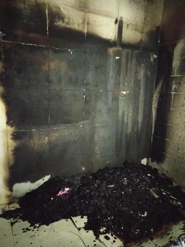 مستوطنون يحرقون مسجد البر والاحسان بالبيرة قرب رام الله صباح اليوم