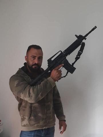 فيديو للقاتل أمجد محارب أثناء اختطافه للشاب انس عاصي