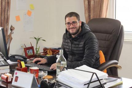 الناشط رازي نابلس .. القانون العشائري والثار والقتل