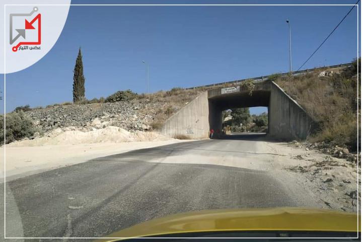 مواطنون يناشدون رئيس بلدية عزون بمعالجة الخلل على شارع عزون جيوس باعتباره شارع حيوي.