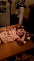 الحكومة تتجاهل معاناة الطفلة سارة العمايرة وترفض الرد على اتصالات والدها