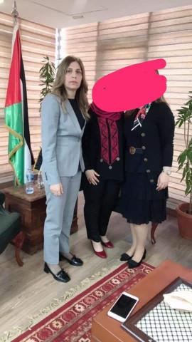 نداء البرغوثي تدعي كذباً وافتراءً أنها تساعد الجميع في السفارة