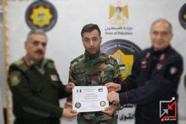 عسكري يعتدي على مواطن في قلقيلية