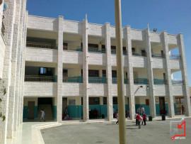 مجهولون يعيثون الخراب في مدرسة بطولكرم