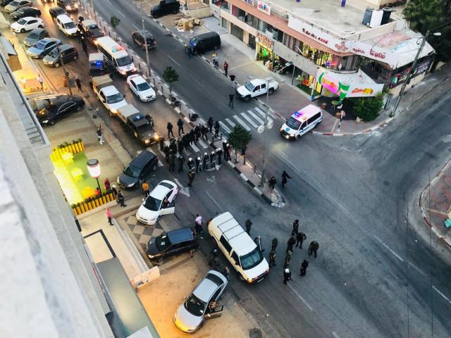 هذا ما خلفته الأجهزة الأمنية في شارع رام الله القدس عند مدخل مخيم الأمعري !