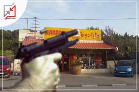 أطلق مسلحون النار قبل يومين على محل لبيع هدايا الأطفال