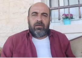لأجهزة الامنية تعتقل الناشط نزار بنات من منزله في دورا بالخليل مساء امس