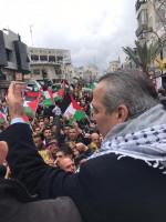 جماهير غفيرة تحيي حسين الشيخ على نصره بعودة العلاقات مع الاحتلال
