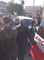 مواطنون وحراس بنك فلسطين يقبضون على شخص حاول سرقة صراف آلي للبنك