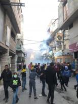 الأجهزة الأمنية تطلق قنابل الغاز تجاه المشاركين في مسيرة لإحياء ذكرى 40 يوماً وتأبين ارتقاء الشاب حاتم أبو رزق