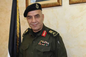 إقالة اللواء عدنان ضميري من منصبه