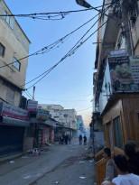 مواجهات داخل مخيم بلاطه والاجهزة الأمنية تلقي قنابل الغاز داخل شارع السوق