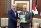 الرئيس عباس يصدر قانوناً جديداً يمنح الهباش السيطرة على القضاء الشرعي