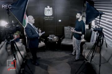 """شاهد : مقتطفات من اجابات الوزير نصر أبو جيش """" الوزير هو اكثر موظف مظلوم وراتبه 3000 دولار فقط """"!"""