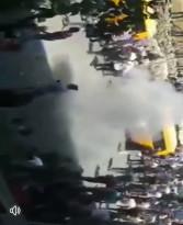 الاجهزة الامنية تقمع المسيرة الغاضبة التي خرجت وسط رام الله استنكاراً لاغتيال الناشط السياسي نزار بنات