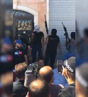 مسلحون يطلقون النار من أمام منزل عائلة نزار بنات ويطالبون بالكشف عن المشاركين بقتله