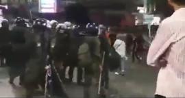 من صرخات المتظاهرين في وجه عناصر الأمن في رام الله،