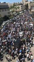 حشود كبيرة خرجت في الخليل تنديدا بالفعل الإجرامي التي قامت به سلطة عباس بحق الناشط نزار بنات.