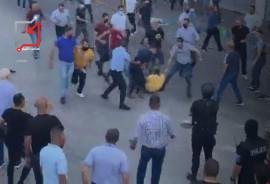 مستعربين السلطة في رام الله بلباس مدني يسحلون الناس ويعتقلونهم في الشوارع ..
