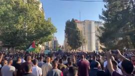 الاجهزة الأمنية تجند مسيرات مستفزة للمعتصمين على دوار المنارة