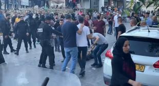 الصحفية فاتن علوان : خلال تصوير المظاهرة قام ضابط بسرقة هاتفي من يدي