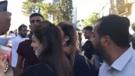 شبيحة محمود عباس يعتدون على المتظاهرين ويصيبون فتاه في وجهها في رام الله قبل قليل